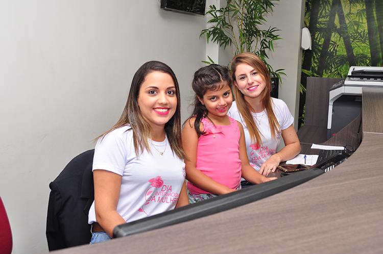 Jessica Alves, a pequena Duda Alves e Rosa Oliveira